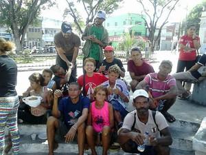 Célia leva refeições para moradores de rua (Foto: Célia Maria dos Santos/Arquivo Pessoal)