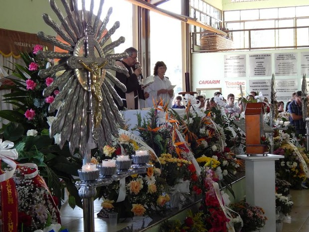 Missa começou por volta de 10h05 (Foto: Laion Espíndula/G1)
