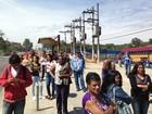 Com protesto de motoristas, pontos de ônibus ficam lotados na Zona Leste