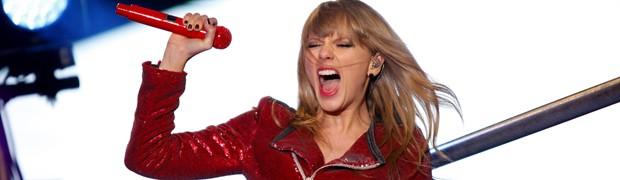 Taylor Swift canta no réveillon em Nova York (Foto: Reuters/Joshua Lott)