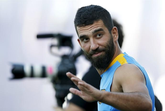 Arda Turan Barcelona treino (Foto: Reuters)