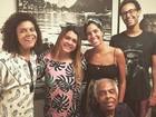 Gilberto Gil posa com Preta Gil e Bela Gil após internação