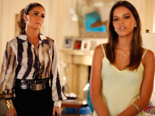 Helô fica passada ao descobrir o plano da filha (Foto: Salve Jorge/TV Globo)