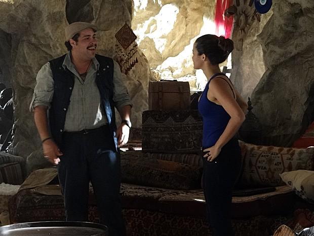 Demir fica feliz ao reencontrar Morena (Foto: Salve Jorge/TV Globo)