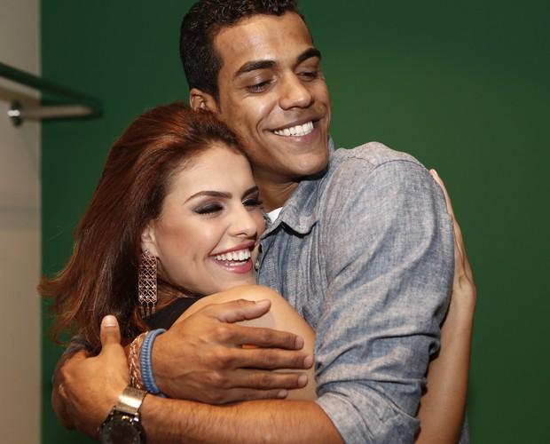 Campeão e vice do Dança mostram o carinho um pelo outro (Foto: Inácio Moraes / Gshow)