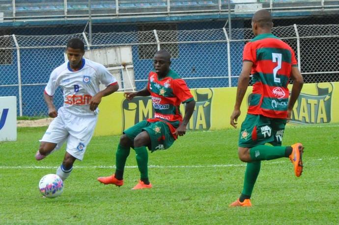gleison, friburguense x portuguesa (Foto: Anderson Luiz/Full Press)