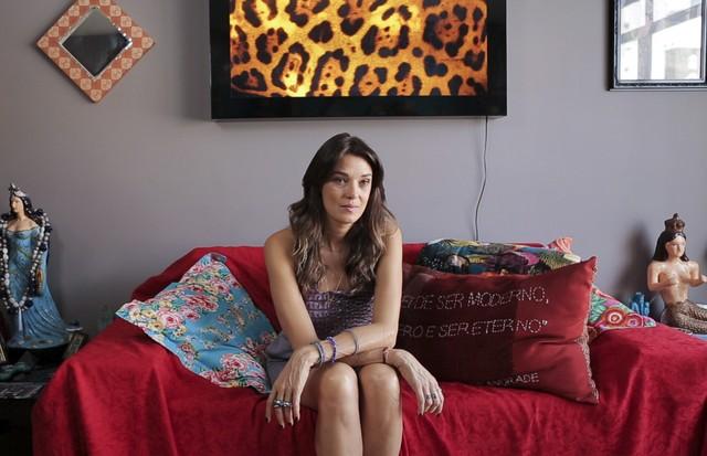 Lara Gerin mostra seu guarda-roupa para o programa Close no Closet  (Foto: Pablo Escajedo)