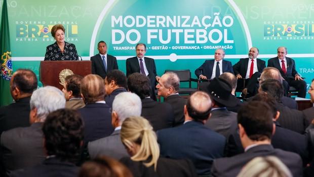Presidenta Dilma Rousseff durante cerimônia de anúncio de Medidas de Modernização do Futebol (Foto: Roberto Stuckert Filho/PR)