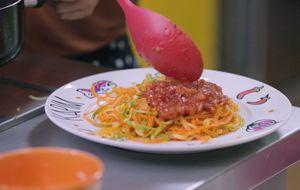Como fazer espaguete de abobrinha e cenoura