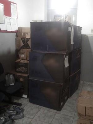 Peças de moto furtadas estavam estocadas em um galpão na cidade de Patos (Foto: Divulgação/Secom-PB)