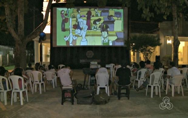 Festival Pachamama leva 'Cinema nos Bairros' para a comunidade do Aeroporto Velho, em Rio Branco (Foto: Acre TV)