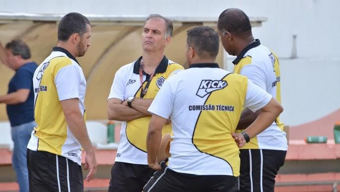 Comissão técnica do Rio Branco-SP (Foto: Sanderson Barbarini / Foco no Esporte)