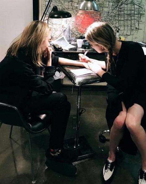 Cara Delevingne e Amber Heard (Foto: Reprodução/Instagram)