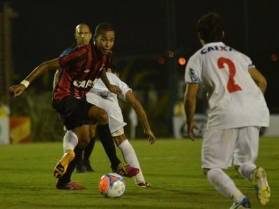 Hernani marcou, mas não conseguiu evitar a derrota para o Paraná (Foto: Divulgação/ Site oficial Atlético-PR)