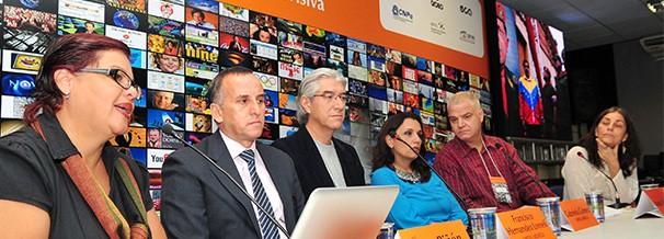 Morella Miquilena apresentou resultados das análises da ficção televisiva na Venezuela (Foto: Ricardo Matsukawa)