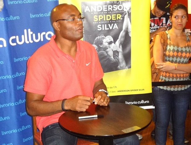 Lançamento Livro Andeson Silva (Foto: Zé Gonzalez / Globoesporte.com)