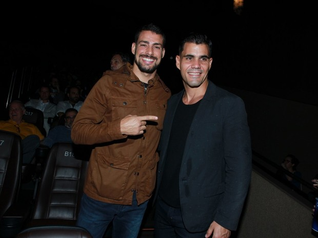 Cauã Reymond e Juliano Cazarré em pré-estreia de filme na Zona Sul do Rio (Foto: Marcello Sá Barretto/ Ag. News)