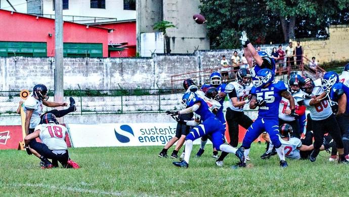Kicker Pedro Silva decide no fim e vira o jogo para o Vitória Antares (Foto: Aluizio Júnior)