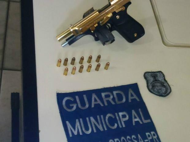 Pistola calibre 765 estava com 12 munições  (Foto: Divulgação/Guarda Municipal)