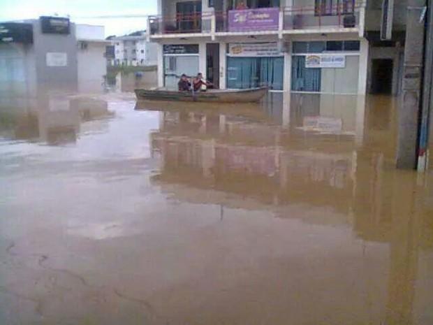 Ruas do município de Guararimim estão alagadas (Foto: Richard Willian Kamchen/Divulgação)
