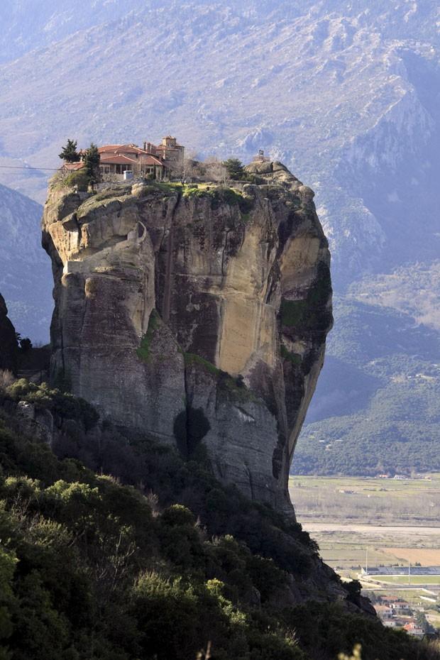 Mosteiro em Meteora, na Grécia (Foto: Pierre Huguet/Biosphoto/AFP)