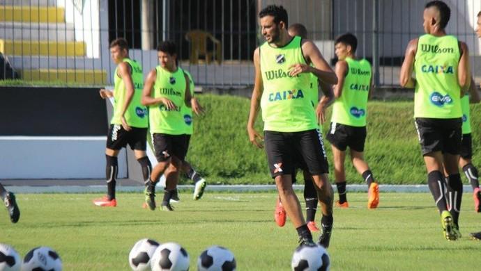 ABC - treino jogadores Frasqueirão - Naldinho volante (Foto: Divulgação/ABC)