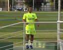 Walter treina forte e vive expectativa de ser relacionado contra o Vila Nova