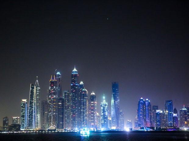 O Jumeirah Zabeel Saray é um hotel luxuoso, e do lado de fora dá pra ver o outro lado da marina (Foto: Isabella Pinheiro/Gshow)