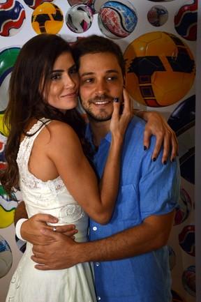 Deborah Secco e o namorado, Bruno Torres, em festival de cinema em Olinda (Foto: Felipe Souto Maior/ Ag. News)