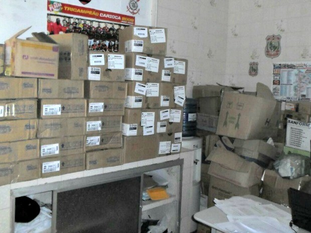 Caixas foram levadas para delegacia de Acaraú, município vizinho (Foto: Idomilson Martins/ Arquivo Pessoal)