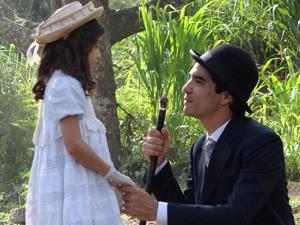 Fernando consegue convencer Melissa (Foto: Lado a Lado / TV Globo)