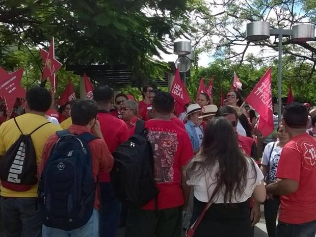 Em Sobral, manifestação em defesa de Lula, Dilma e da democracia (Foto: Luis Eduardo Sobral)