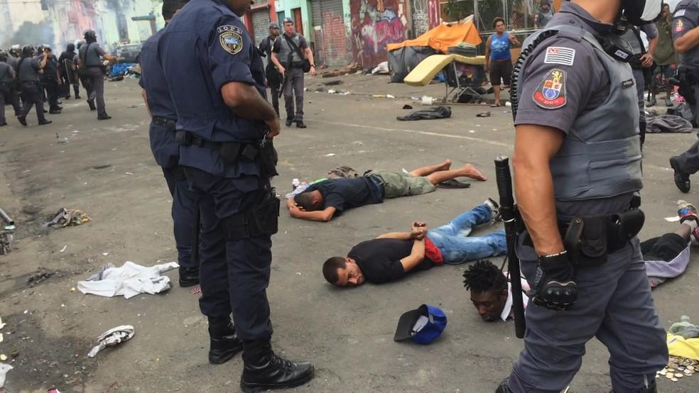 Cracolandia São Paulo detidos (Foto: Reprodução/TV Globo)