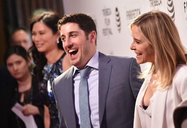 A atriz Jenny Mollen com o marido, o ator Jason Biggs (Foto: Getty Images)