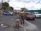Manifestantes bloqueiam parte da  Avenida Paralela, sentido aeroporto