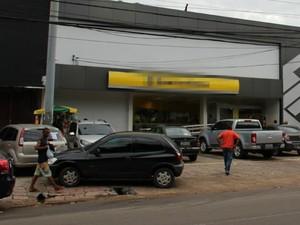 Grupo levou quantia ainda não informada de banco (Foto: Indiara Bessa/G1 AM)