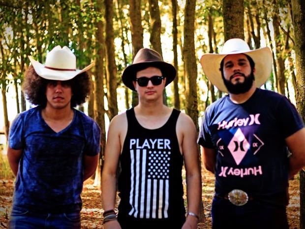 Caíque Tunes, Wesley Martin e Pedro Lima no dia em que gravaram um vídeoclipe (Foto: Thiago Tridapalli)