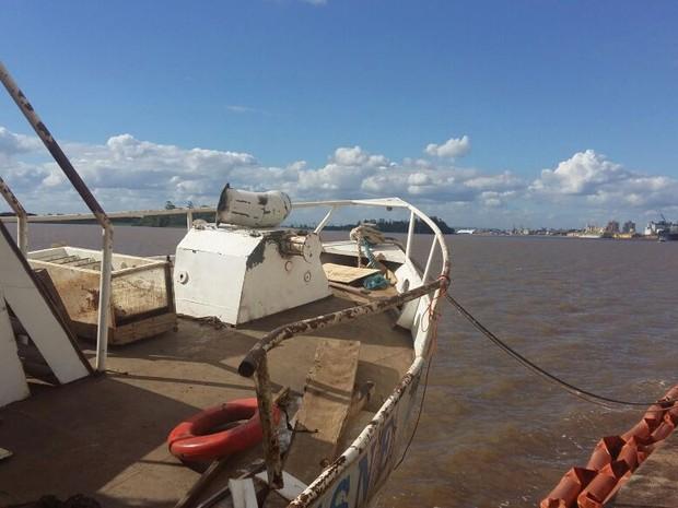 Barco ficou quase 60 dias debaixo d'água (Foto: Divulgação/Cisne Branco)