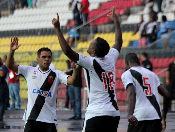 Thalles comemora gol marcado sobre o Paraná (Foto: Carlos Gregório Jr/Vasco.com.br)