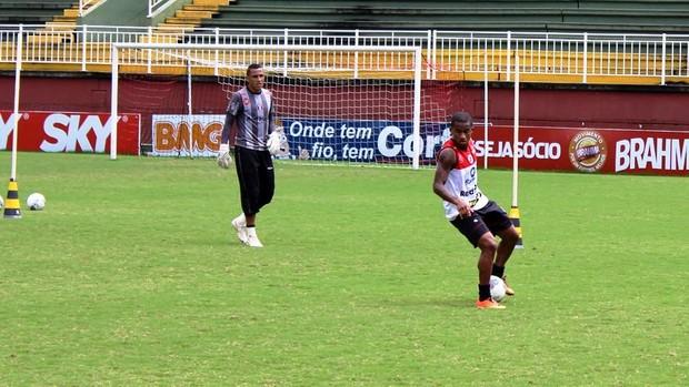Eduardo e Oliveira Joinville (Foto: Divulgação/Joinville)