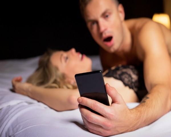 Objetivo do projeto é erotizar e promover o sexo com camisinha (Foto: Thinkstock)