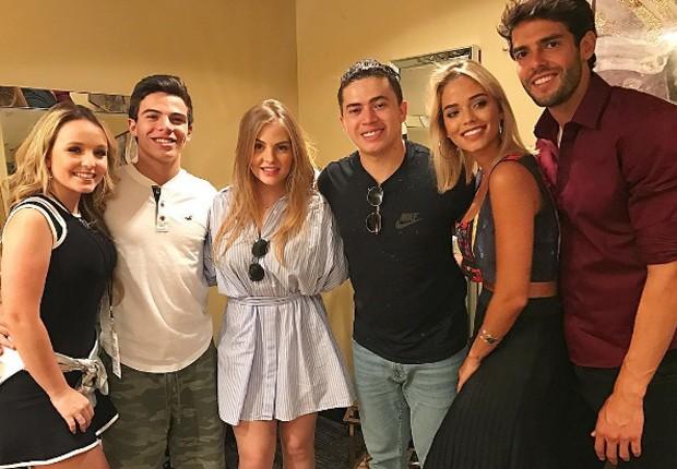 Kaká e namorada se divertem com Larissa Manoela e Thomaz Costa