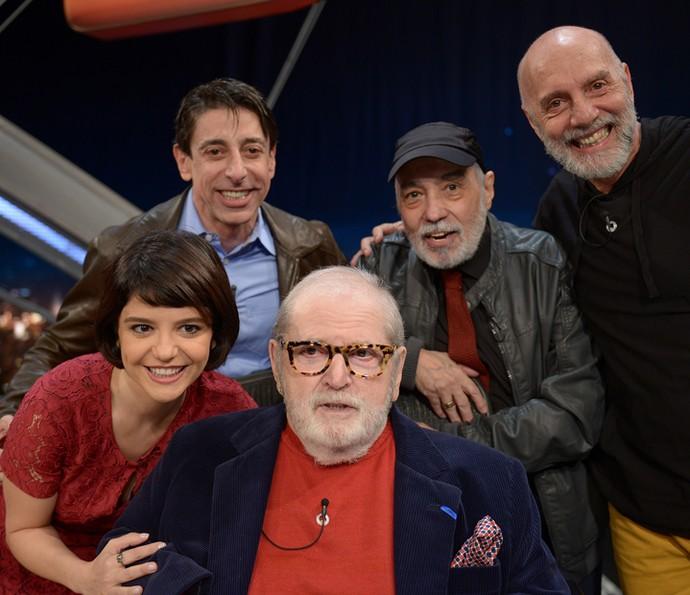Elenco da peça 'Histeria' com o apresentador Jô Soares (Foto: Ricardo Martins/Programa do Jô)