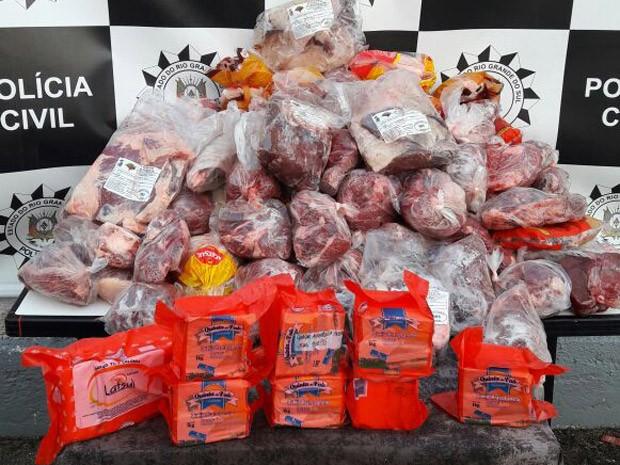 Grande quantidade de alimentos apreendida em casa de vereadora de Guaíba, RS (Foto: Reprodução/RBS TV)