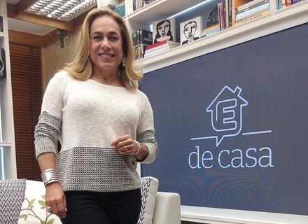 Cissa Guimarães escolhe look branco e preto para o 'É de Casa'