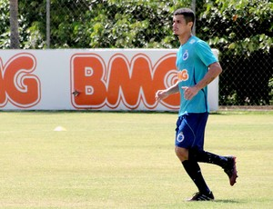 Egídio no treino do Cruzeiro (Foto: Gabriel Duarte)