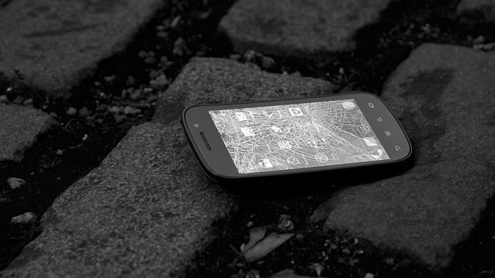 A queda é uma das principais causas para o aparecimento de rachaduras na tela de smartphones (Foto: Reprodução/Flirck - charlesharley)