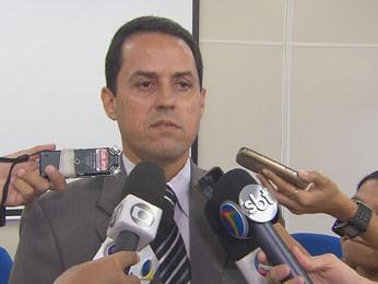 Segundo delegado Nelson Souto, autores dos assaltos ainda não foram presos (Foto: Reprodução/TV Globo)