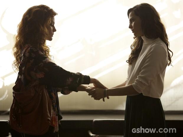 Vanessa conforta Marina após fotógrafa ver o cartão ser recusado (Foto: Fábio Rocha / TV Globo)