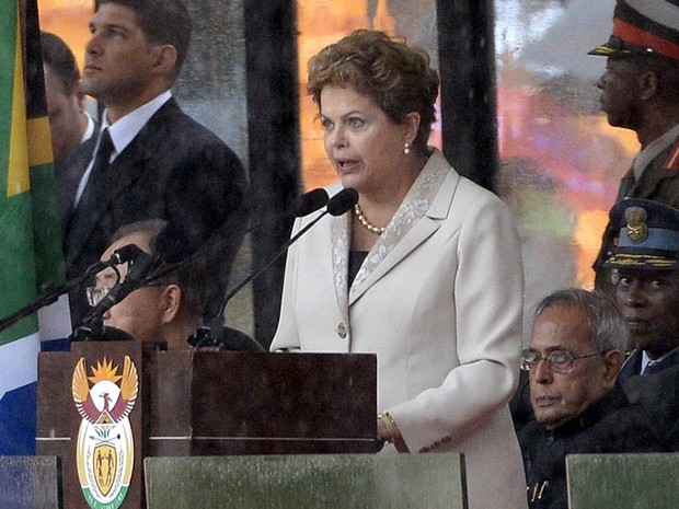 Dilma Rousseff fez discurso em homenagem a Mandela logo após a fala do presidente americano, Barack Obama (Foto: Pedro Ugarte/AFP)